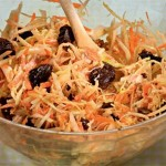 Капустный салат с черносливом