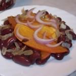 Пикантный салат с хурмой