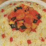 Тушеные овощи в кольце из риса