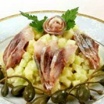 Тёплый картофельный салат с сельдью.