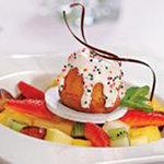 Кулич с фруктовым салатом и меренгой