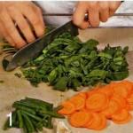Салат из моркови и шпината