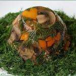 Заливное из свиного языка с грибами