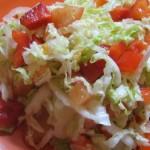 Салат из молодой капусты с болгарскими перцами