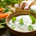 Солёный соус из йогурта и мяты