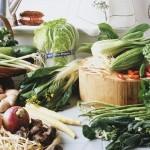 Овощная нарезка с ореховым и сырным соусами