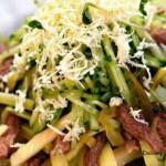 Картофельный салат с говяжим языком и сельдереем