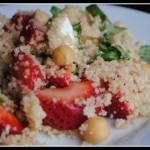 Салат из клубники с кускус