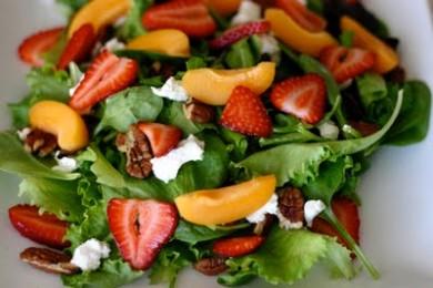Салат с клубникой и сладким перцем