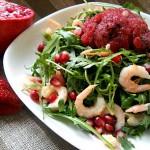 Салат с креветками и клубнчным сорбе