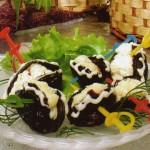 Закуска из чернослива с орехами и сметаной