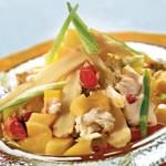 Крабовый салат с манго