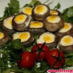 Шампиньоны, фаршированные креветками, с перепелиными яйцами