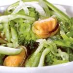 Салат из брокколи с мидиями
