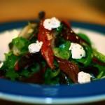 Зелёный салат с вялеными помидорами
