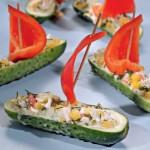 Огурцы, фаршированные крабовым салатом
