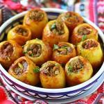Перец, фаршированный колбасой и картофелем
