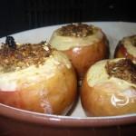 Яблоки, фаршированные финиками с овсянкой