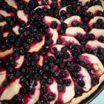 Яблочный пирог с черноплодной рябиной