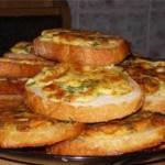 Яйца, запечённые на хлебе