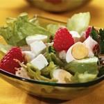 Салат из перепелиных яиц с малиной