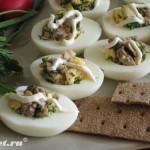 Яйца, фаршированные  салатом