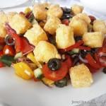 Греческий салат с жареным сыром