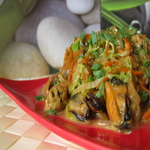 Тёплый салат с мидиями и пекинской капустой