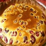 Черешневый пирог под бисквитом