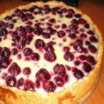 Пирог с черешней и клубникой