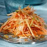 Морковно – яблочный салат с ягодным сиропом