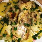 Отварная рыба с картофелем и шпиком