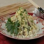 Рисовый салат со скумбрией горячего копчения