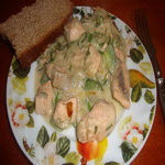 Рыба с огурцом, под белым соусом