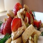 Салат из домашней птицы с клубникой, по-венгерски