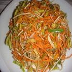 Салат из лука – порея, с морковью и сельдереем