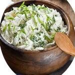 Салат из редьки, с луком и сметаной