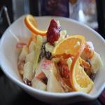 Фруктовый салат с майонезом и красным вином