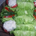 Закуска из творога, в листьях салата