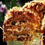 Торт, с кремом из чернослива и орехов