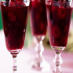 Сладкие вишни в бокалах