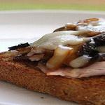 Бутерброды с грибами и черносливом