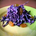 Быстрый салат из краснокочанной капусты