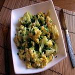 Салат из цветной капусты с яйцом и зеленью