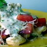 Слоёный салат из цветной капусты и свежих овощей