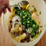 Солёные грибки с квашеной капустой, к водке