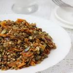 Луковый салат с чечевицей