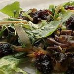 Оригинальный салат из свекольной ботвы
