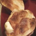 Печенная с солью и сливочным маслом картошка