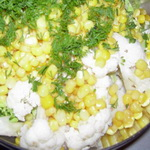 Салат из цветной капусты с кукурузой